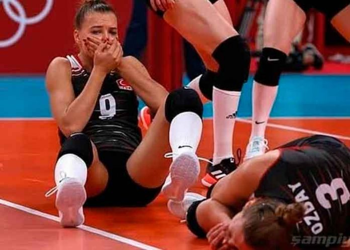 Jugadoras turcas del equipo de voleibol quedan