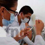 Primera dosis de vacuna contra la COVID-19 a personas de 45 años en León