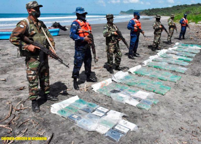 Ejército de Nicaragua incauta 211paquetes rectangulares de cocaína en Tola, Rivas