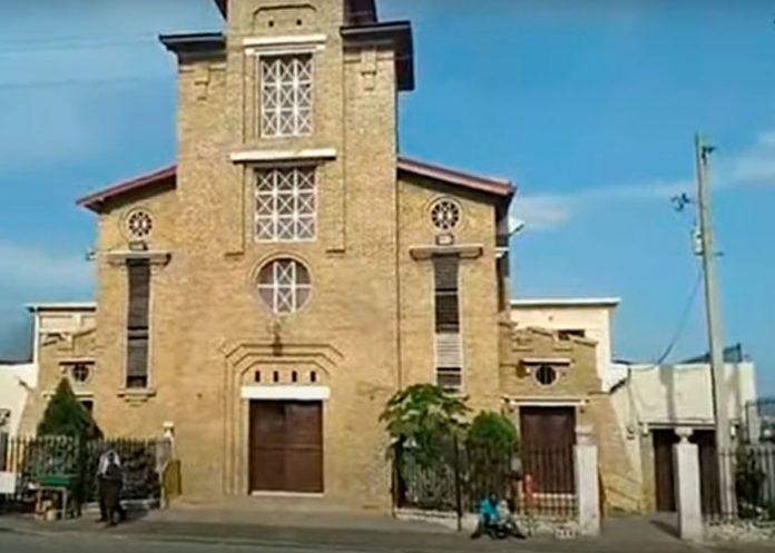 Hombres armados atacan un templo en Haití y dejan 1 muerto y varios heridos.