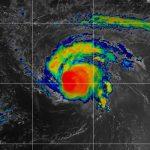 "Sam se convierte en un ""feroz"" huracán de categoría 4"