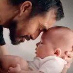 Bebé se calma al escuchar el corazón de su mamá que fue donado (VIDEO)