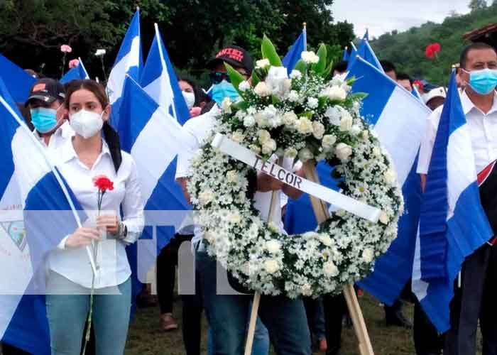 Instituto Nicaragüense de Telecomunicaciones (TELCOR) deposita ofrenda floral