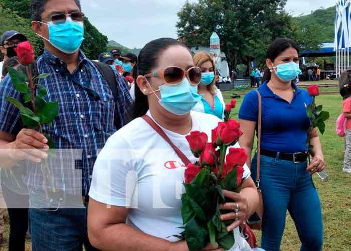 Depositan ofrenda floral a héroes de la Batalla de San Jacinto