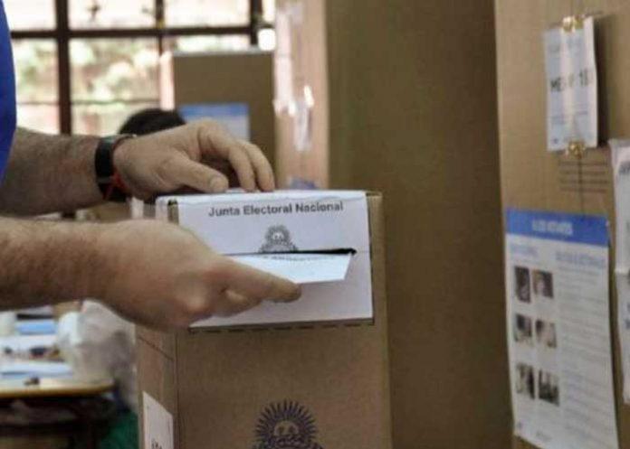 Argentinos participan en las Elecciones PASO 2021.