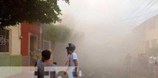 Voraz incendio afecta varias viviendas en Chinandega