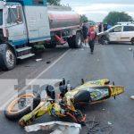Triple colisión en la que se vieron involucrados el conductor de un camión, conductor de un carro, un motociclista y su acompañante