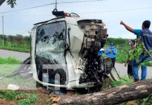 """""""Vivos de puro milagro"""" camionsito se vuelca en Managua"""