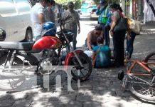 Motociclista resulta con fractura en su pierna tras imprudencia de ciclista en Managua