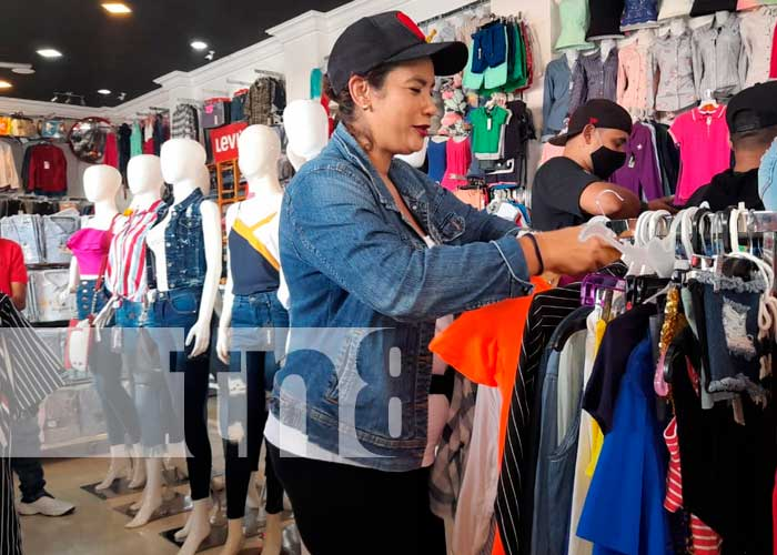 Comerciantes del Mercado Oriental toman medidas para prevenir el COVID-19