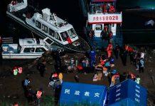 Al menos 12 muertos por naufragio de un barco en un río de China