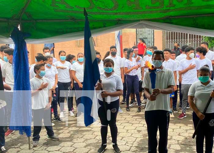 Jóvenes de Nandaime entregaron la Antorcha de la Libertad a las autoridades de Carazo
