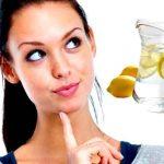 Aquí te decimos cuáles son los superpoderes del agua con limón