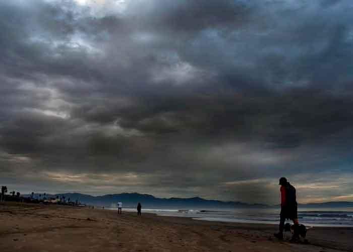El huracán Olaf provocó lluvias intensas en Baja California Sur y oleaje elevados