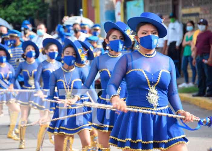En estos desfiles, las familias pudieron apreciar los bailes de las palillonas