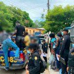 75 migrantes caribeños fueron abandonados en Guatemala