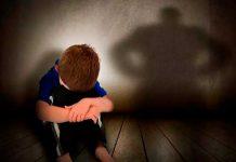 Director de una escuela es acusado por abusar y filmar a menores de edad