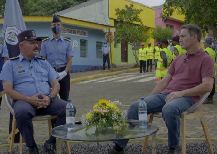 Entrevista en Estudio TN8 sobre formación de cadetes de la Policía Nacional