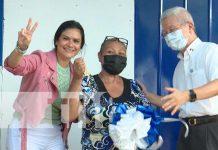 Familia del barrio Hugo Chávez recibe su casa digna