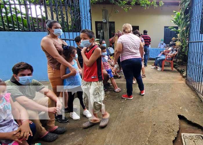 Atención médica en el barrio Andrés Castro, Managua