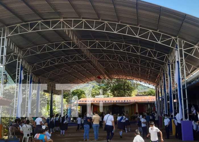 Inauguración de cancha multiusos en una escuela de Río Blanco