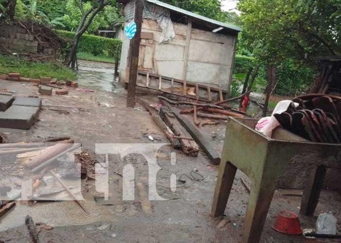 Vivienda colapsa producto de fuertes lluvias en Rivas