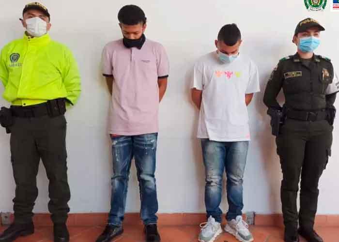 Arrestan a dos hombres por violar y golpear a una mujer con discapacidad