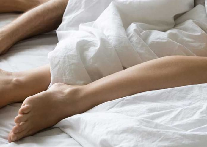Dormir desnudo es un gran error y te llena de bacterias