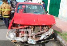 Camioneta con daños materiales