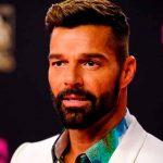 """¡Irreconocible! Ricky Martin enciende las redes con """"retoque estético"""""""