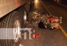 Impactan contra un furgón y terminan heridos