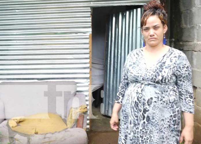 Mujer granadina que solicita apoyo para construir letrina en su vivienda
