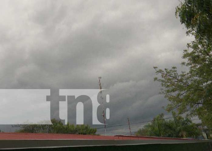 Nubes cargada de lluvias en el cielo de Managua