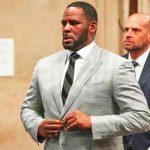 Mujer acusa a R. Kelly de encerrarla, drogarla y violarla