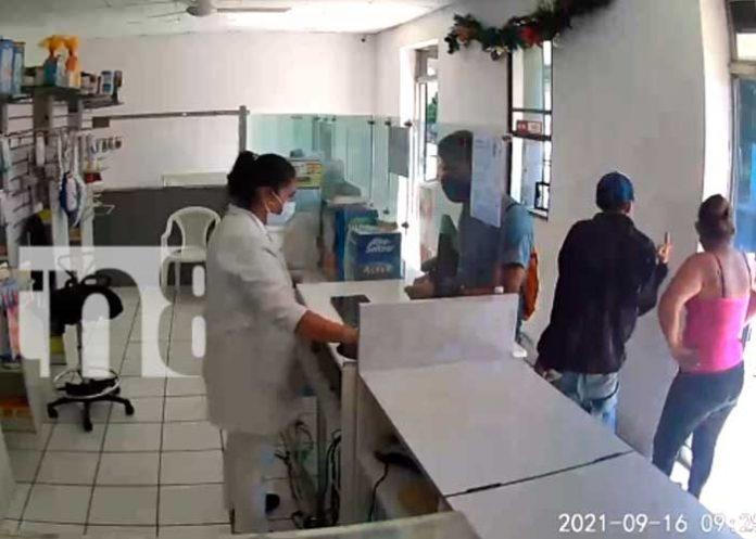 Un video se vuelve viral en las redes sociales al robarle a la vendedora de una farmacia