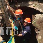 Mujer cae a sumidero en León