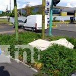 Hombre yace muerto en una de las calles de Altamira, en Managua