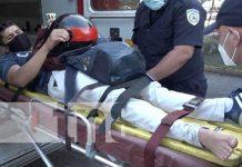 Colisionan dos motociclistas en las calles de Managua