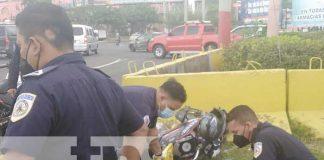 Escena del accidente en Managua donde un motociclista resultó con fracturas