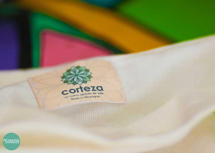 Corteza, la marca que convierte los desechos de tela en complementos únicos
