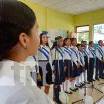 Coro estudiantil en El Viejo, Chinandega, en un concierto por la paz