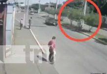 Hombre cae de una escalera en un poste ubicado en Ciudad Sandino