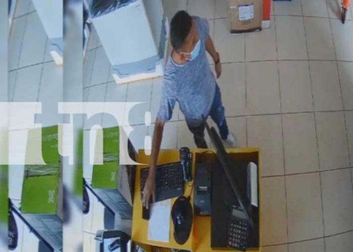 Robo descarado de celular en un negocio de Carazo