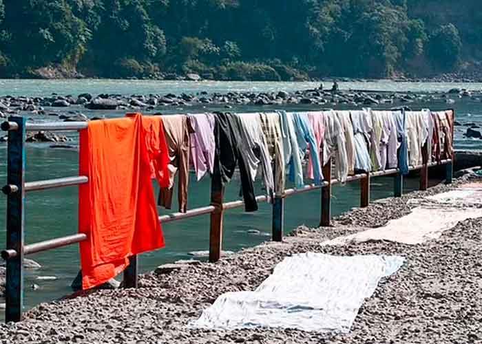 Castigan a violador en la India a lavar ropa de mujeres por 6 meses