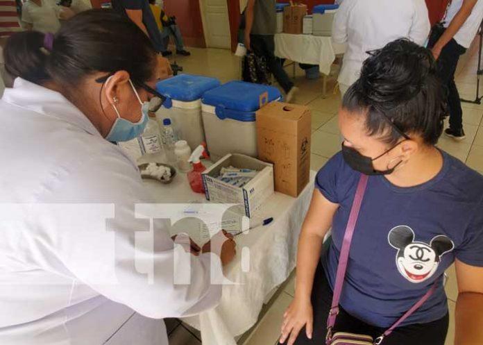 Aplicación de la vacuna AstraZeneca en Managua