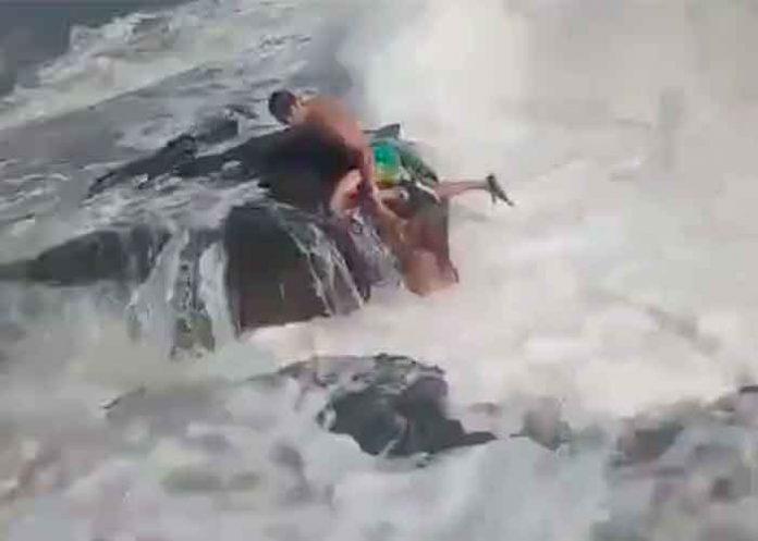 ¡De terror! Graba cómo su esposo muere salvando a otra mujer (VIDEO)