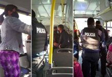 """¡Cochino! Agarran a hombre por """"estimularse"""" frente a una mujer en un bus"""