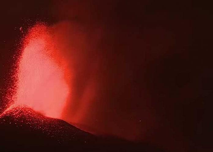 Continúa erupción volcánica y se registra un nuevo sismo en la isla La Palma