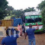 Vuelco de camión con productos para cerveza en Chontales