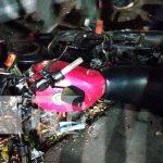 Motociclista embiste a mujer al realizar una mala maniobra al conducir